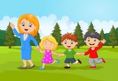Família feliz dos desenhos animados na floresta Fotografia de Stock