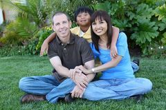 Família feliz em casa foto de stock
