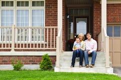 Família feliz em casa Imagens de Stock Royalty Free