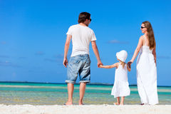 Família feliz em férias tropicais Imagem de Stock