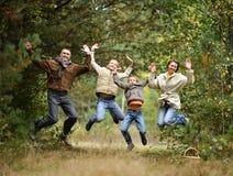 Família feliz na floresta Fotos de Stock
