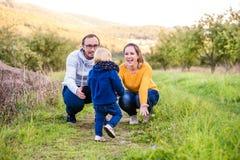 Família feliz na natureza Imagens de Stock