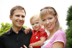 Família feliz no parque Imagens de Stock