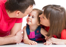 Família feliz que encontra-se no assoalho foto de stock royalty free