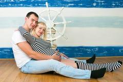 Família feliz que espera a segunda criança Fotografia de Stock