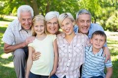Família feliz que sorri na câmera foto de stock