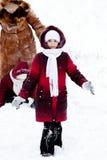 A família joga alegre para nevar Fotos de Stock Royalty Free