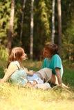 Família Loving na natureza Imagens de Stock Royalty Free