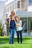 Família na casa grande Imagem de Stock Royalty Free