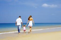 Família na costa Foto de Stock Royalty Free