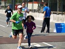 Família na maratona de Vancôver Fotografia de Stock Royalty Free
