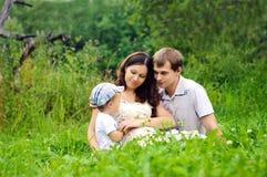 Família na natureza Fotografia de Stock Royalty Free