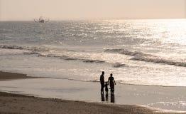 Família na praia Fotos de Stock Royalty Free