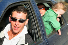Família no carro imagens de stock royalty free