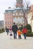 Família no castelo imagens de stock royalty free