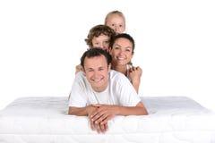 Família no colchão Foto de Stock