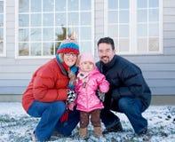 Família no inverno em casa Imagens de Stock