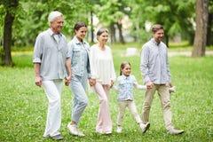 Família no parque Fotos de Stock Royalty Free