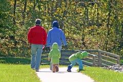 Família no parque fotografia de stock royalty free