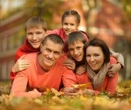 Família no parque do outono Imagens de Stock