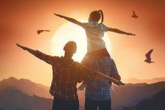 Família no por do sol Imagem de Stock Royalty Free