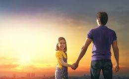 Família no por do sol Imagens de Stock Royalty Free