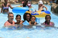 Família no rio preguiçoso no parque da água Fotografia de Stock