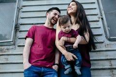 Família nova com uma criança Fotos de Stock