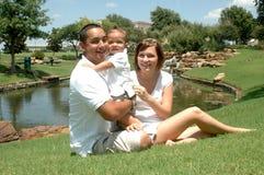 Família nova feliz foto de stock royalty free