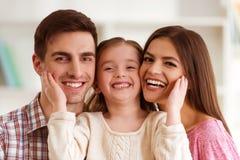 Família nova feliz imagens de stock