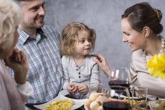 Família que aprecia o jantar foto de stock royalty free