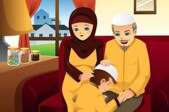 Família que comemora o Eid-Al-fitr Imagem de Stock