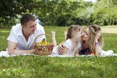 Família que compartilha de momentos junto Fotos de Stock