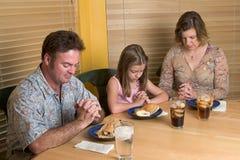Família que diz a benevolência 2 Imagem de Stock