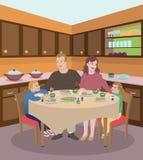 Família que janta na cozinha Fotografia de Stock