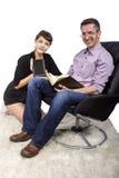 Família que lê em casa Foto de Stock