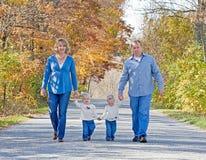 Família que toma uma caminhada Imagem de Stock Royalty Free