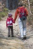Família que trekking Imagem de Stock