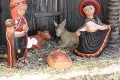 A família santamente peruana com Ámérica do Sul vestiu-se com dois animais Fotografia de Stock Royalty Free