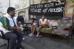 Famílias desapropriadas de roma (cigano) fotos de stock