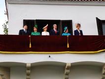 A fam?lia real romena no balc?o do dia da monarquia imagem de stock