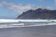 famara пляжа длиннее Стоковое Фото