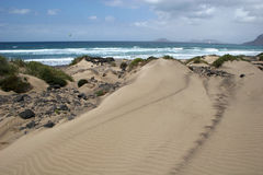 Famara Strand lizenzfreies stockbild