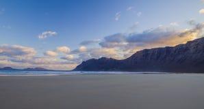 Famara-Strand, Lanzarote, Atlantik stockfotos