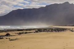 Famara-Strand, Lanzarote, Atlantik lizenzfreies stockbild