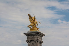 `Fames`, gilt-bronze statues of Fames over the Pont Alexandre III deck arch bridge Stock Images