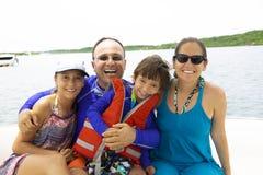 Famiglia adorabile che gode dell'estate fotografia stock libera da diritti