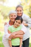 Famiglia adorabile nella sosta Fotografie Stock