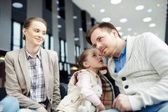 Famiglia in aeroporto Fotografia Stock Libera da Diritti