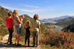 Famiglia al punto di vista di Rieka Crnojevica, Montenegro fotografia stock libera da diritti
